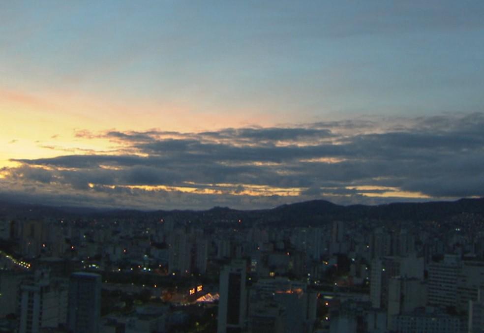 Belo Horizonte registrou temperatura de 10ºC nesta segunda-feira (5).  — Foto: Reprodução/TV Globo