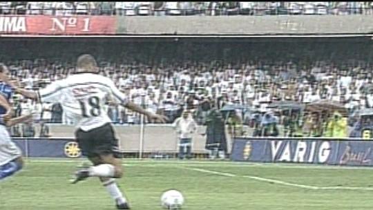 Títulos no Timão e rivalidade mineira: ex-zagueiro se divide entre Corinthians e Cruzeiro na decisão