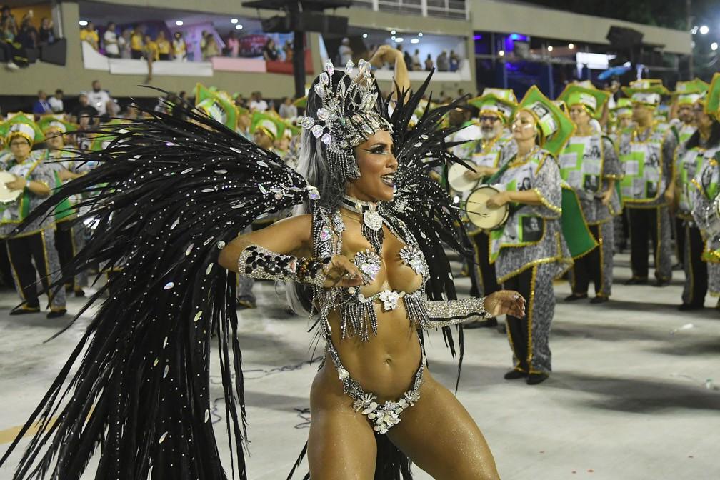Laynara eles é a rainha de bateria da Império da Tijuca — Foto: Alexandre Durão/G1