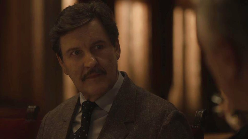 Júlio (Antonio Calloni) recebe proposta tentadora em 'Éramos Seis' — Foto: Globo