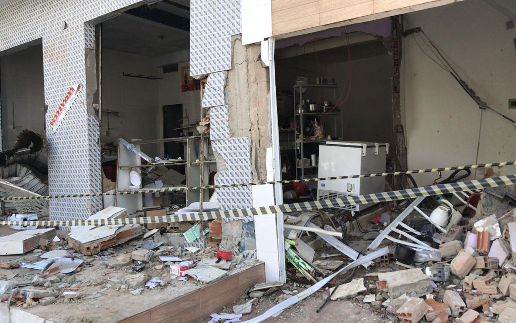Vazamento de botijão de gás provoca explosão e destrói estabelecimento comercial em Aracaju - Notícias - Plantão Diário