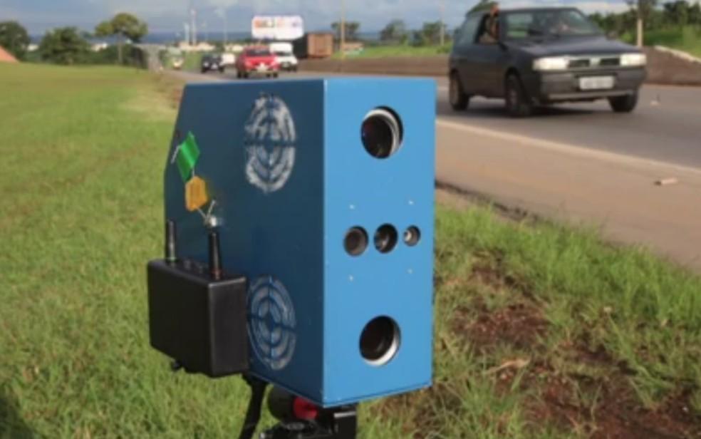 Radar móvel de velocidade em Goiás — Foto: Reprodução/TV Anhanguera