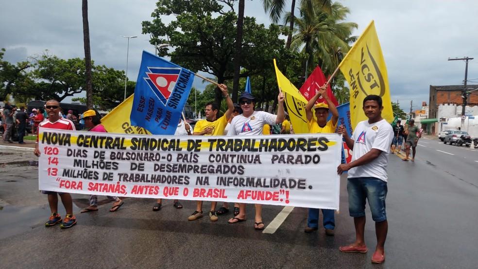 Protesto Dia do Trabalhador em Maceió, Alagoas — Foto: Matheus Tenório/G1