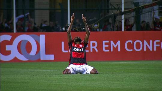 Os gols de Flamengo 3 x 0 Santa Cruz pela 29ª rodada do Campeonato Brasileiro