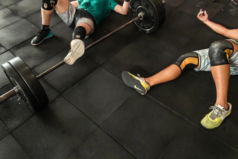Lesões nos joelhos são relativamente comuns entre praticantes de esportes que fazem o exercício de forma irregular ou excedem a capacidade fisiológica. — Foto: Victor Freitas/Pexels