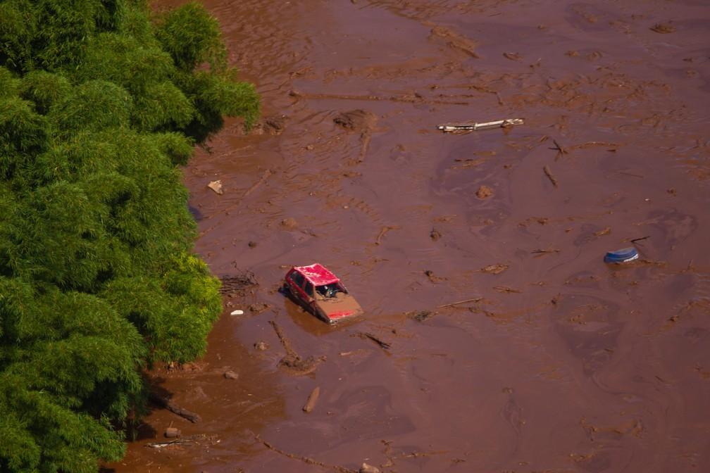 Vista aérea do local destruído pelos rejeitos — Foto: Moisés Silva/O Tempo/Estadão Conteúdo