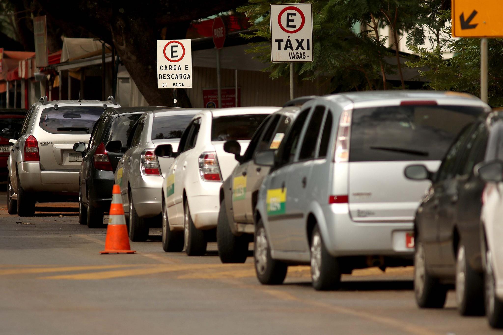 Licenciamento de veículos com placas de finais 77, 87 e 97 vai até sexta - Notícias - Plantão Diário