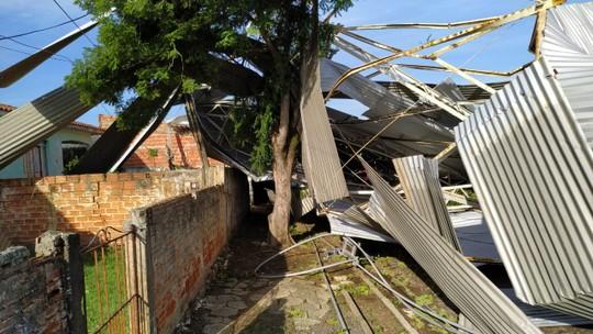 Mais de 100 casas ficam destelhadas depois de temporal em Figueira