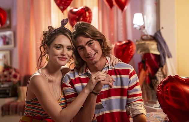 Manu (Isabelle Drummond) e João (Rafael Vitti) ficarão um tempo separados, mas se casarão no final. A festa de reunirá grande parte do elenco e será uma das últimas cenas da novela (Foto: TV Globo )