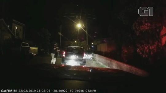 Foragido do Presídio de Erechim é preso junto com comparsa após tentar furar barreira em Vacaria