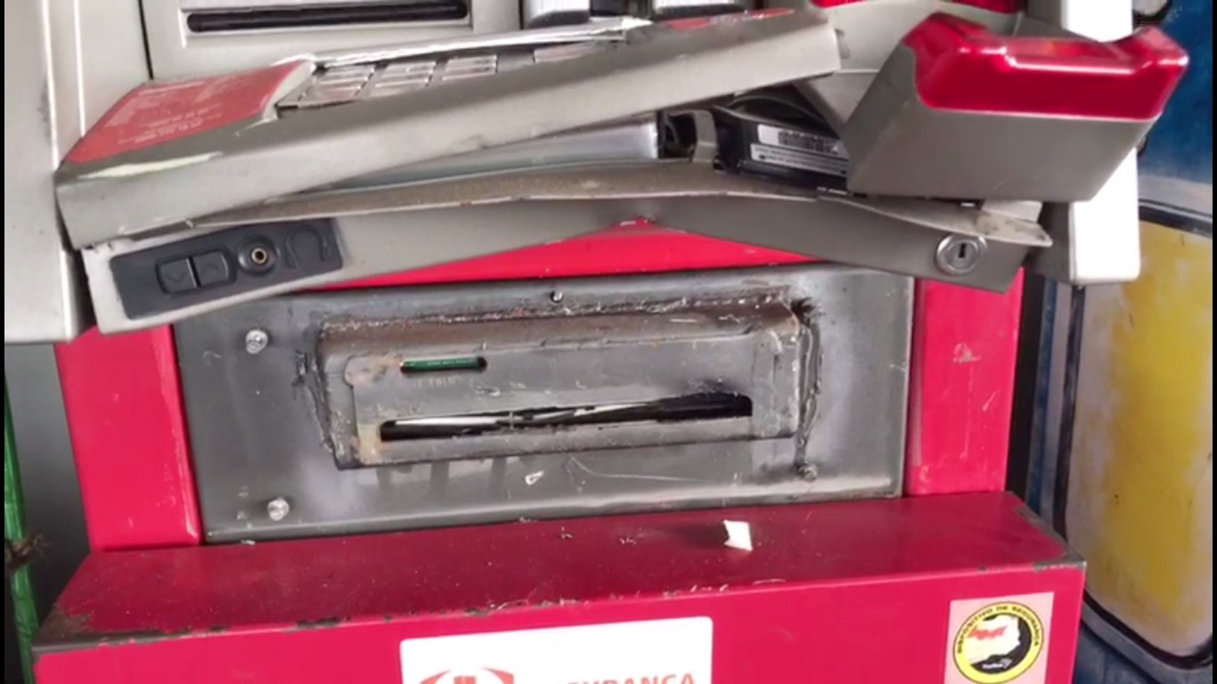 Criminosos tentam arrombar caixa eletrônico na Grande Natal