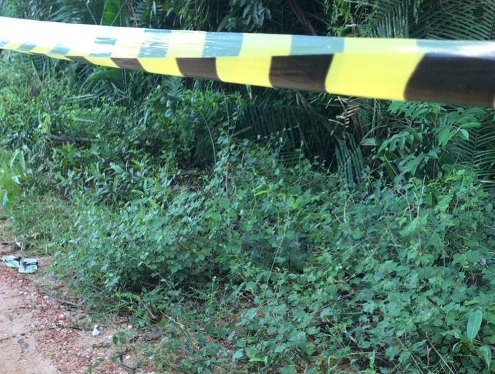 Homem de aproximadamente 40 anos foi encontrado morto em estrada vicinal na Zona Sul de Teresina — Foto: Divulgação/ Polícia Civil