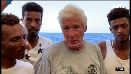 Ator Richard Gere participa de resgate de imigrantes no Mediterrâneo