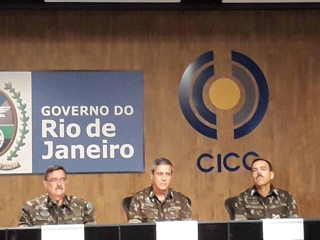 Os generais Sinott, Braga Netto e Richard Nunes na coletiva