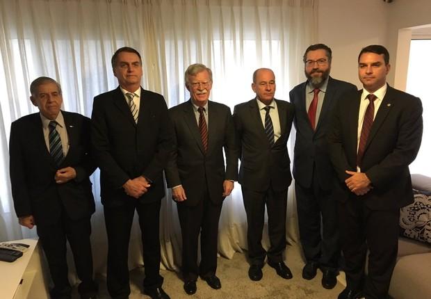 O presidente Jair Bolsonaro se reuniu com integrantes do governo norte-americano e foi convidado a visitar o país (Foto: Twitter/John Bolton)