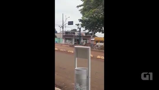 Homens armados roubam agência dos Correios e lotérica e fazem reféns em Godoy Moreira; VÍDEO