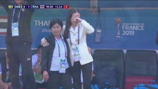 Saiba quem é a mulher que chorou com o gol de honra da Tailândia em goleada da Suécia