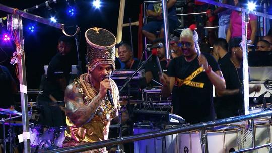 Tony Salles comenta título de 'Abaixa que é tiro' como música do carnaval e diz que apostou em outro hit: 'Não tinha noção'