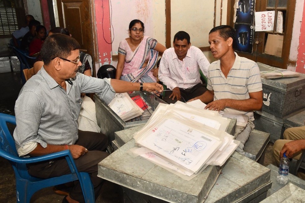 Registro Nacional de Cidadãos (NRC) de Assam foi criado em 1951, mas essa é a primeira atualização — Foto: Biju Boro/AFP