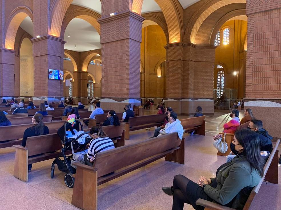 Santuário Nacional tem primeiro fim de semana com missas — Foto: Talita França/TV Vanguarda