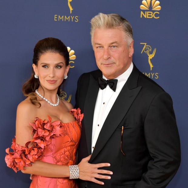 Alec e Hilaria Baldwin no Emmy 2018 (Foto: Getty)