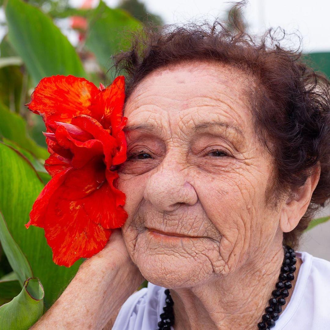 Idosa de 85 anos busca 'namoradinho' após ser eleita 'Miss' no litoral de SP