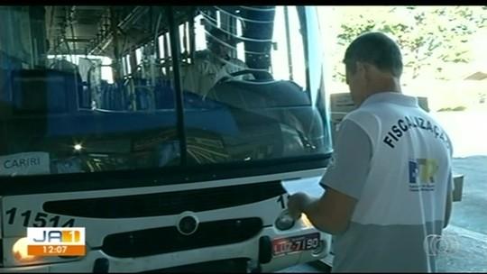 Fiscais da ATR vistoriam as condições de ônibus e o atendimento aos passageiros