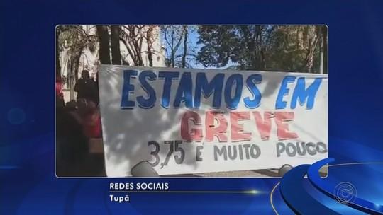 Servidores públicos de Tupã paralisam atividades e protestam em frente à prefeitura