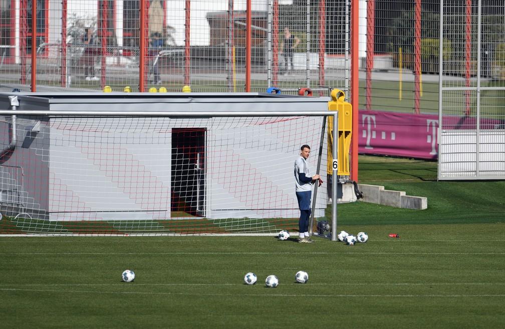 Neuer na retomada de atividades do Bayern de Munique em seu Centro de Treinamento — Foto: REUTERS/Andreas Gebert