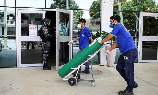 Cilindros de oxigênio estão em falta em Manaus