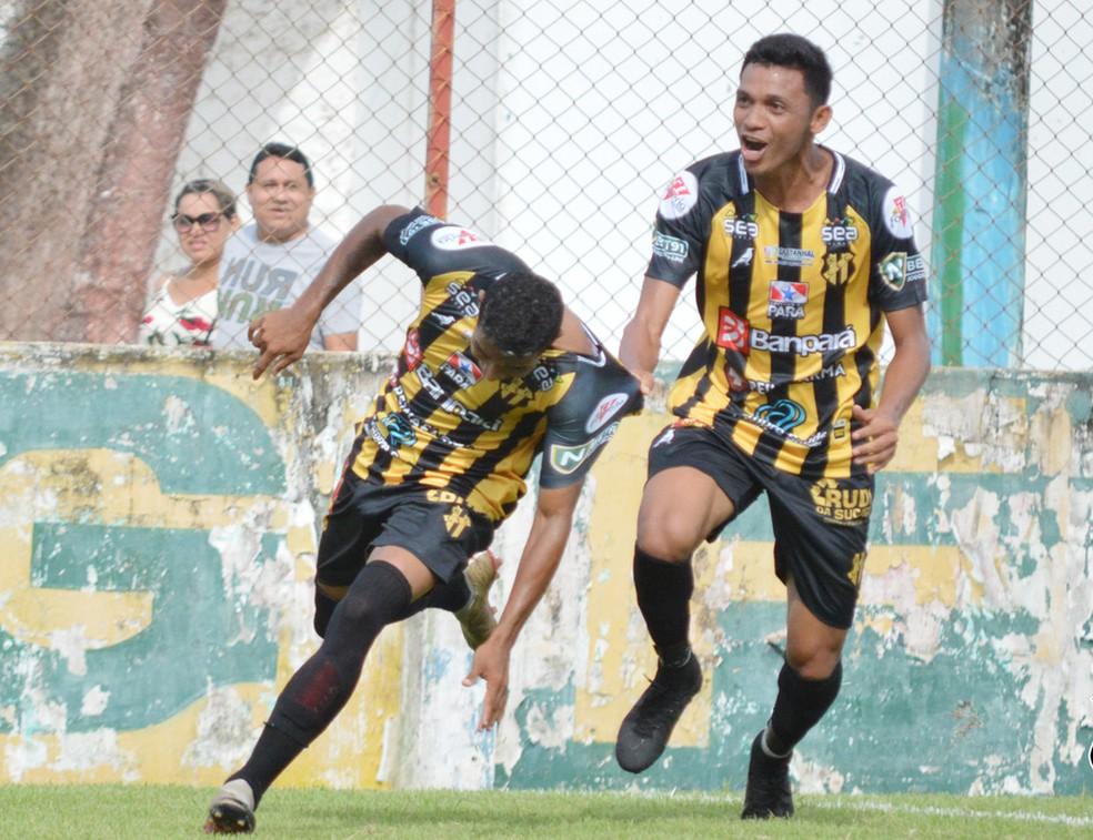 Pecel (direita) já marcou cinco gols pelo Castanhal depois de quatro partidas disputadas — Foto: Jivago Lemos/Ascom Castanhal