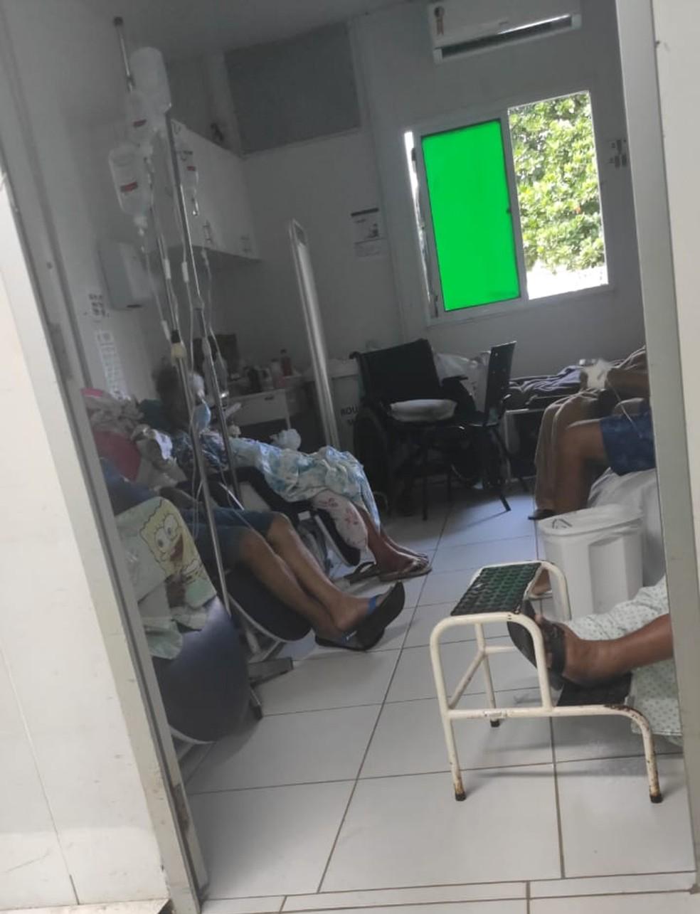 Dona Paula está em sala com pouca ventilação — Foto: Cedida pela família