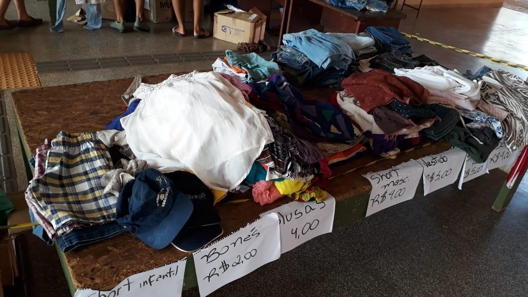 Alunos promovem bazar para arrecadar fundos à formatura em Cacoal, RO - Radio Evangelho Gospel