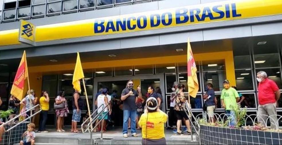 Bancários protestam em Natal e Parnamirim contra reestruturação do Banco do Brasil — Foto: Geraldo Jerônimo/Inter TV Cabugi