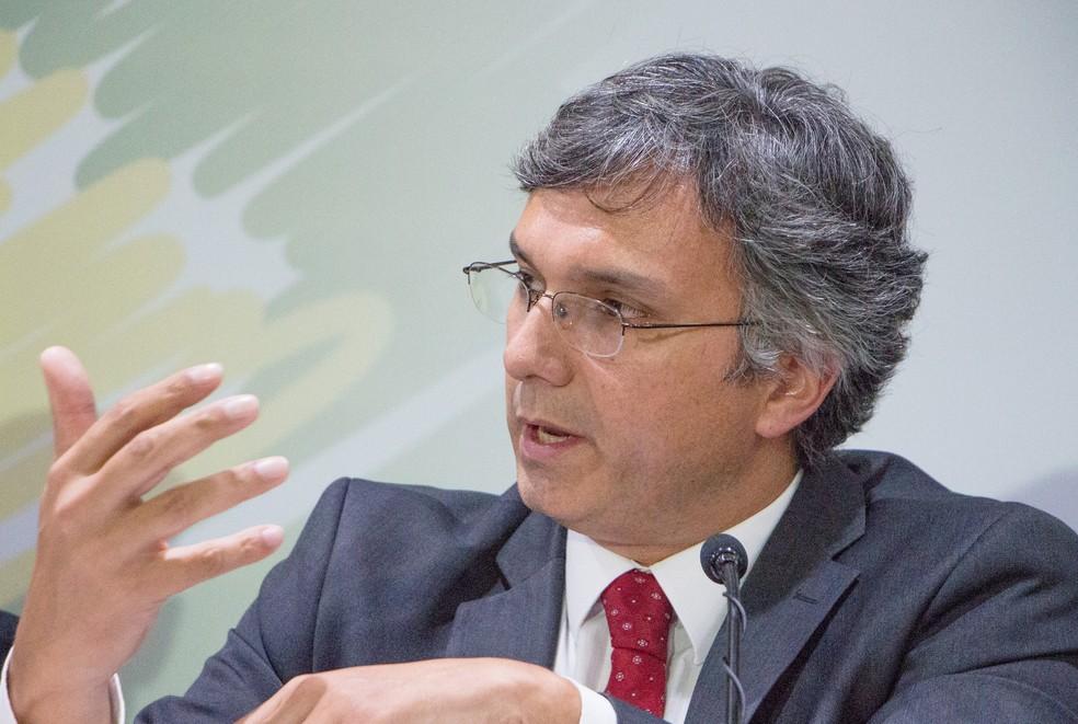 Ministro do Planejamento, Esteves Colnago, diz que concursos públicos vão preencher vagas abertas com a saída de servidores. (Foto: Divulgação/Ministério do Planejamento)