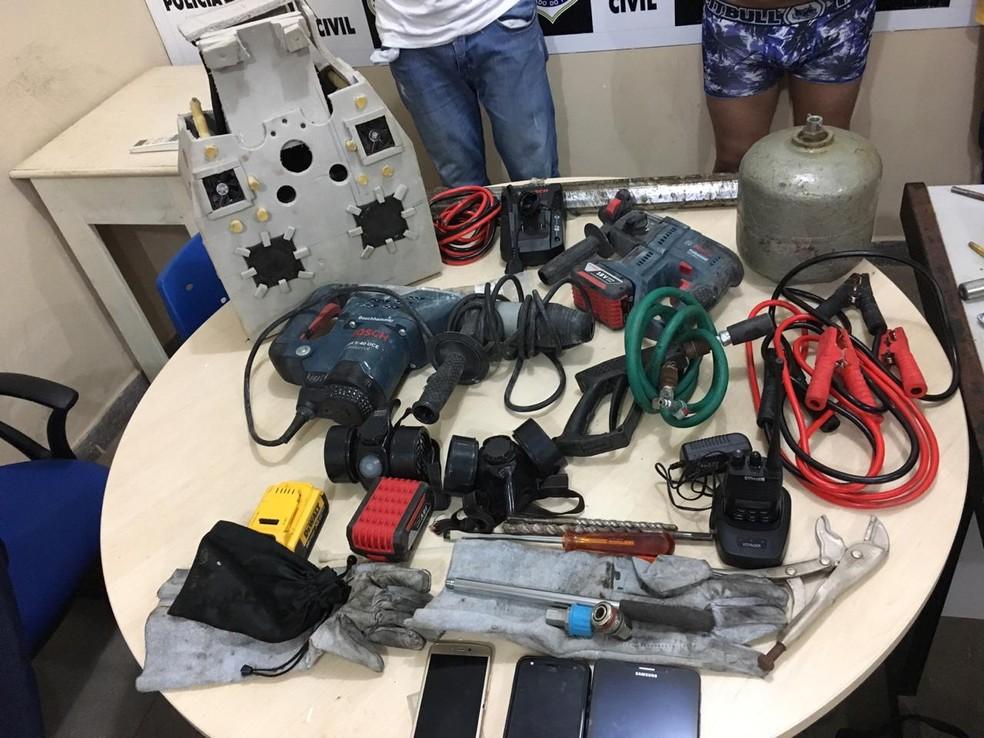 Materiais apreendidos durante ação policial que resultou na prisão de quadrilha que assaltava bancos — Foto: Polícia Civil de Santarém/Divulgação