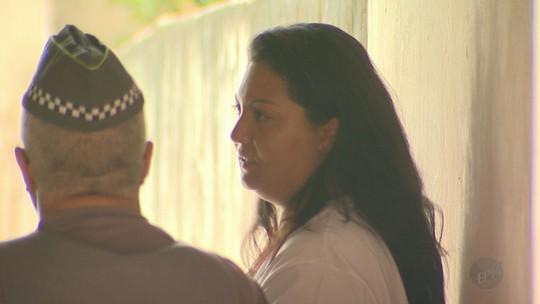 Mãe suspeita de matar filho em SP é hostilizada durante reconstituição