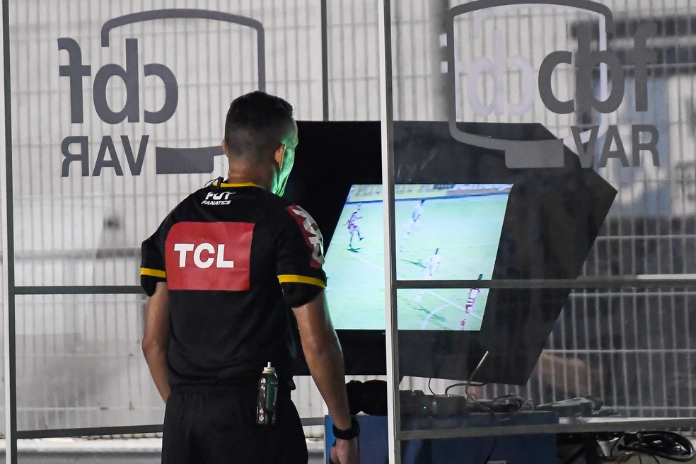 CBF decide liberar áudios do VAR em jogos do Brasileiro