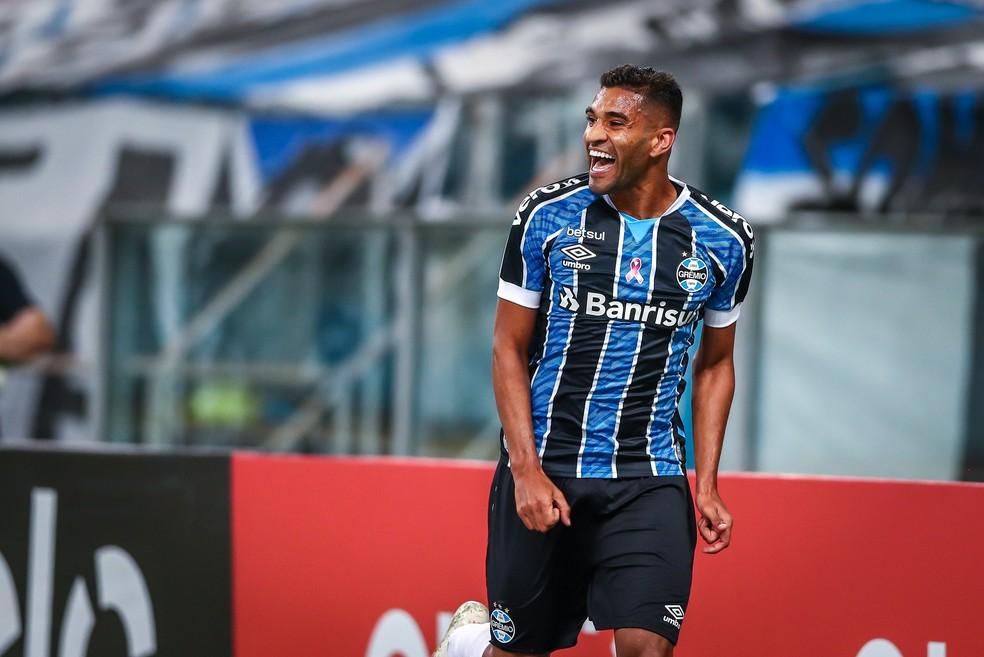 Grêmio encaminhou o empréstimo de Isaque (foto) ao Fortaleza — Foto: Lucas Uebel / Grêmio FBPA