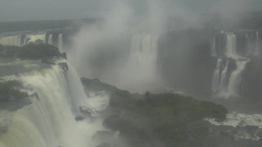 Chuva aumenta vazão e muda cenário nas Cataratas do Iguaçu; assista ao vídeo