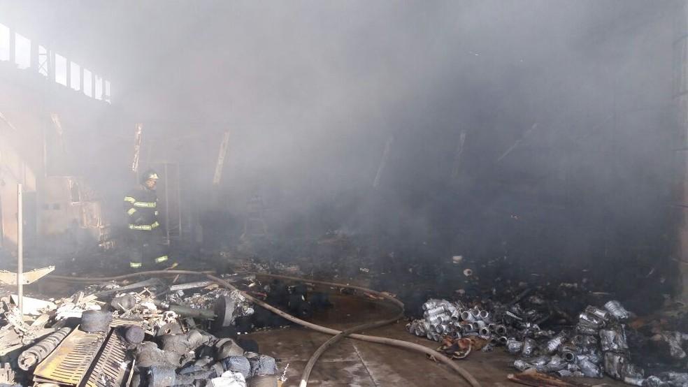 Incêndio destrói fábrica em Cordeirópolis, SP (Foto: Arquivo Pessoal)