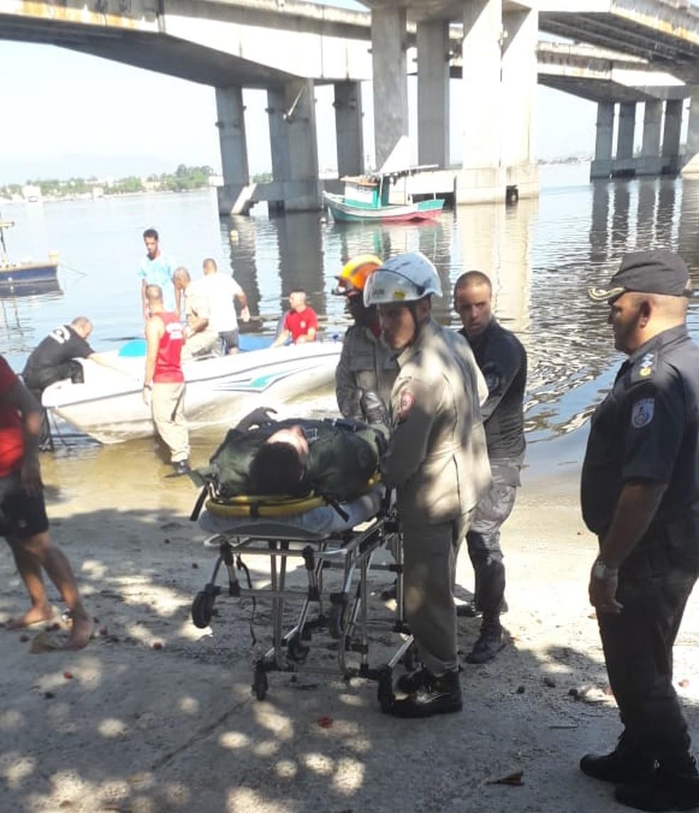 Resgate de um dos tripulantes do Fênix 08 — Foto: Redes sociais