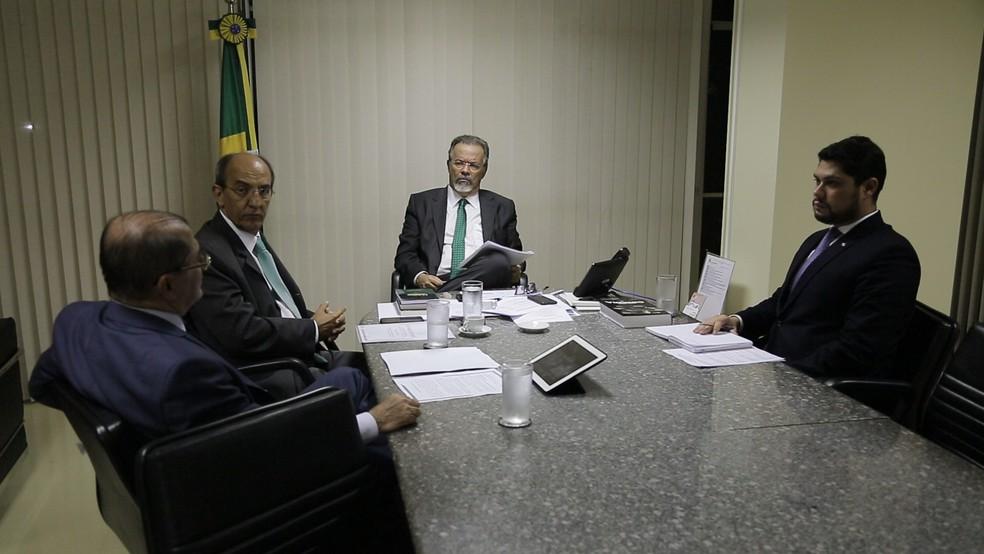 O secretário de Segurança Pública do Pará, Luiz Fernandes, se reuniu com o ministro extraordinário da Segurança Pública, Raul Jungmann, em Brasília (DF), para definir ações que podem ser desenvolvidas de forma conjunta na área de segurança (Foto: Segup )