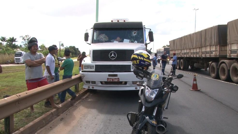 Várias pessoas se aglomeraram no local (Foto: José Manoel/Rede Amazônica)
