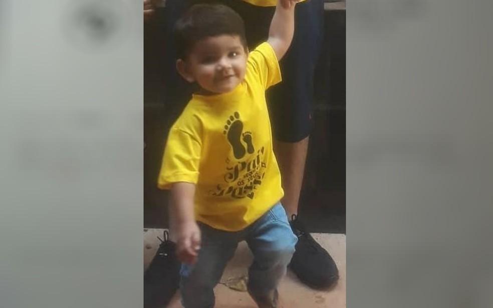 Benjamin Silva, de 1 ano e 4 meses, precisa retirar a hérnia para eliminar a dor, em Goiás — Foto: Ana Carolinny/Arquivo Pessoal