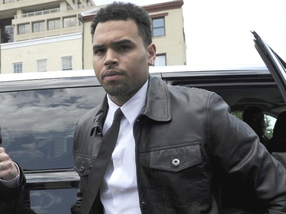 Chris Brown chega ao tribunal em Washington, em imagem de arquivo (Foto: Susan Walsh/AP Photo)