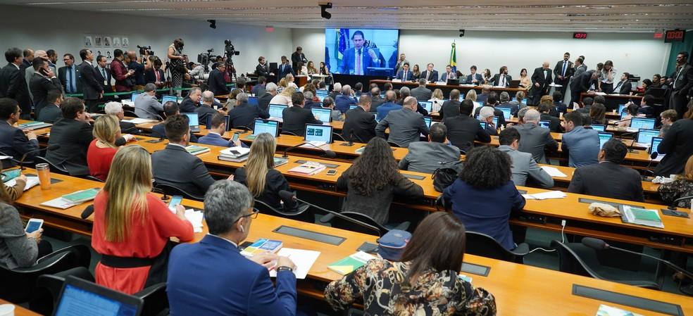 Deputados reunidos durante sessão da comissão especial da reforma da Previdência na manhã desta quinta-feira (13) na Câmara dos Deputados — Foto: Pablo Valadares/Câmara dos Deputados