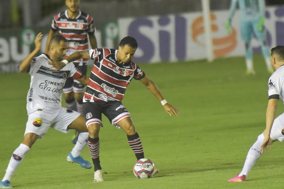 Com apenas 3 pontos e 11% de aproveitamento, Santa Cruz travará luta ferrenha contra o rebaixamento no segundo turno da Série C — Foto: Josemar Gonçalves/AGIF
