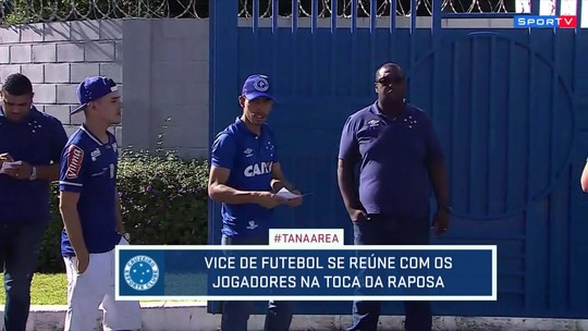Torcedores do Cruzeiro protestam na Toca da Raposa contra fase do time