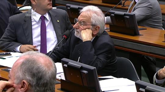 Ivan Valente interrompe Cunha para fazer pergunta e começa bate-boca